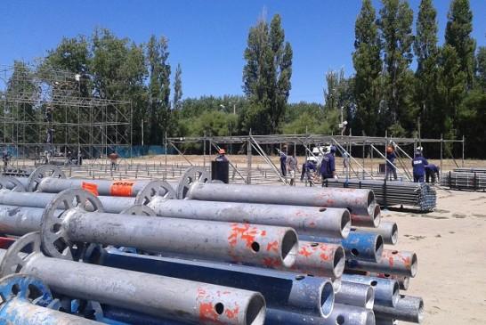 Comenzó la CONSTRUCCION del ESCENARIO MAYOR de la FIESTA NACIONAL de la MANZANA 2015