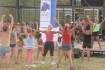 Actividad física, música y recreación a orillas del río en Roca