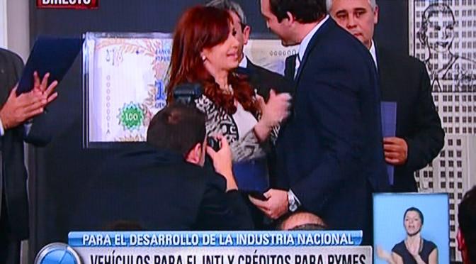 MARTIN SORIA RECIBIO DE LA PRESIDENTA CERTIFICACIÓN DEL PARQUE INDUSTRIAL I DE ROCA