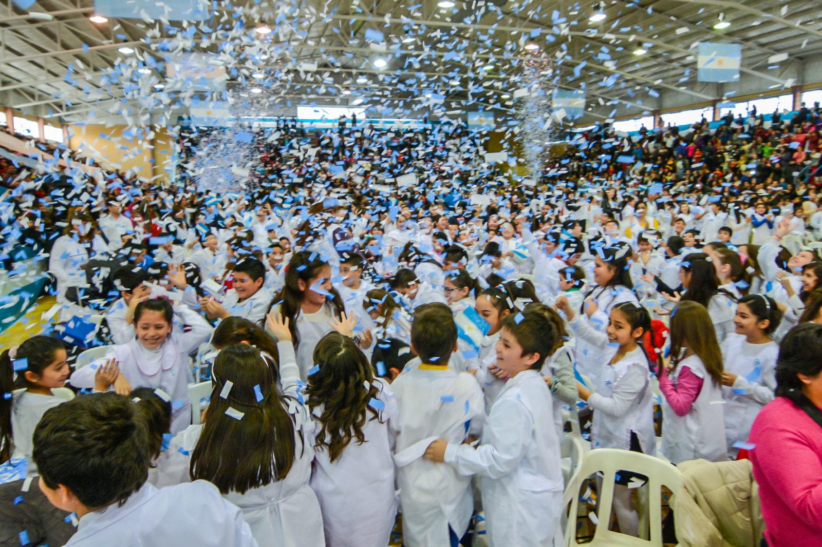 Más de 1000 Alumnos PROMETIERON LEALTAD a la BANDERA en General Roca