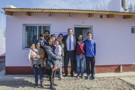 MARTIN SORIA ENTREGO VIVIENDAS CONSTRUIDAS POR COOPERATIVA EN PASO CORDOBA