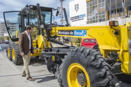 El MUNICIPIO adquirió una MOTONIVELADORA y una RETROEXCAVADORA