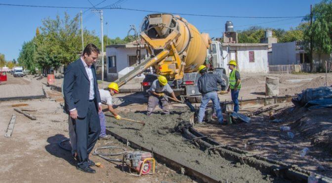 AVANZA CONSTRUCCIÓN DE CORDÓN CUNETA EN BARRIO SAN MARTIN