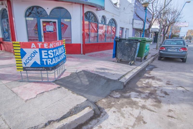ROCA – Se construyen y reparan RAMPAS en calle TUCUMAN